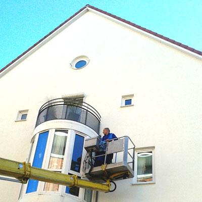 Fensterreinigung mit Hubkran